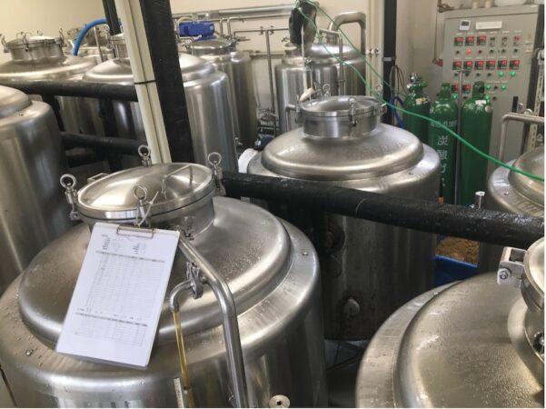 醸造設備(写真提供:FUJIYAMA HUNTER'S BEER)